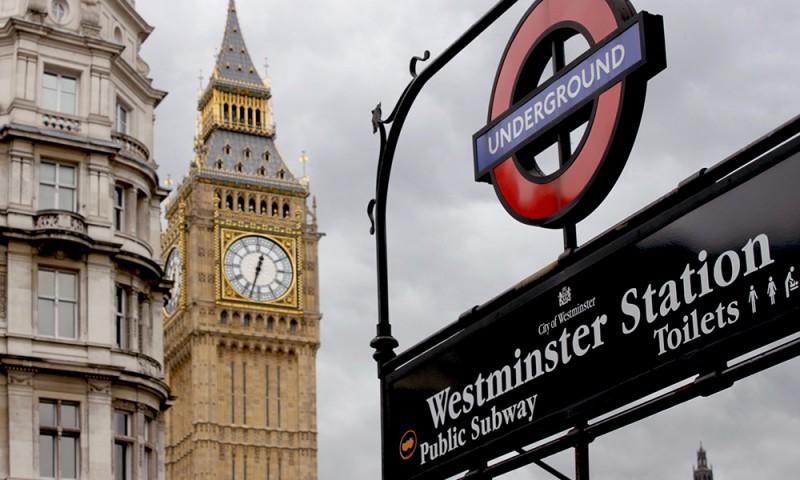 Ingeleseko trinkoa gehi lan praktikak Londresen. Elduaien